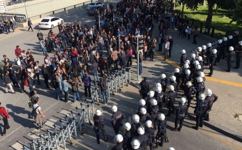 10 Ekim Ankara Katliamının Gar Önündeki Anma Etkinliğine Polis Saldırdı