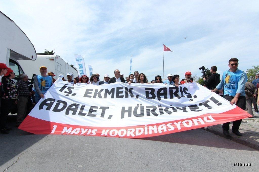 YÜZ BİNLER 1 MAYIS'TA EMEĞİN HAKLARI İÇİN BİR ARAYA GELDİ!